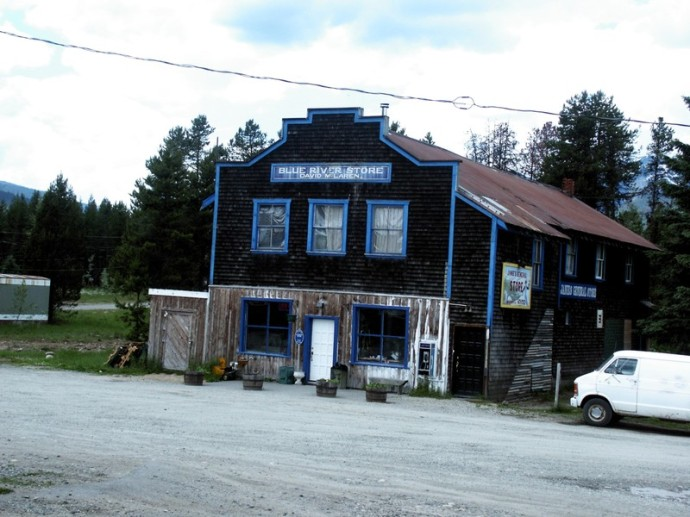 Blue_river_store